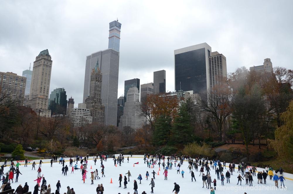 Schlittschuhlaufen in New York am Wollman Rink im Central Park