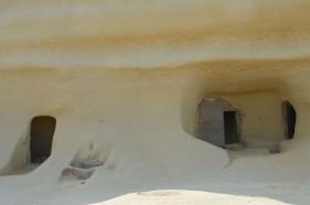 Im Hafen von Gozo liegen ein paar Boote, auf dem Hügel thront eine sandsteinfarbige Kathedrale. Ich fahre hinein ins Inselinnere. Gozo ist nicht groß, aber ganz anders als Malta. Ruhig, ländlich, grüner. Die meisten Touristen kommen als Tagesausflügler von Malta herüber.