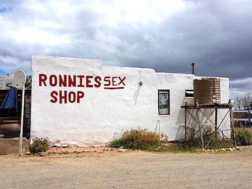 Route 62 Ronnie`s Sex Shop Südafrika Oudtshoorn