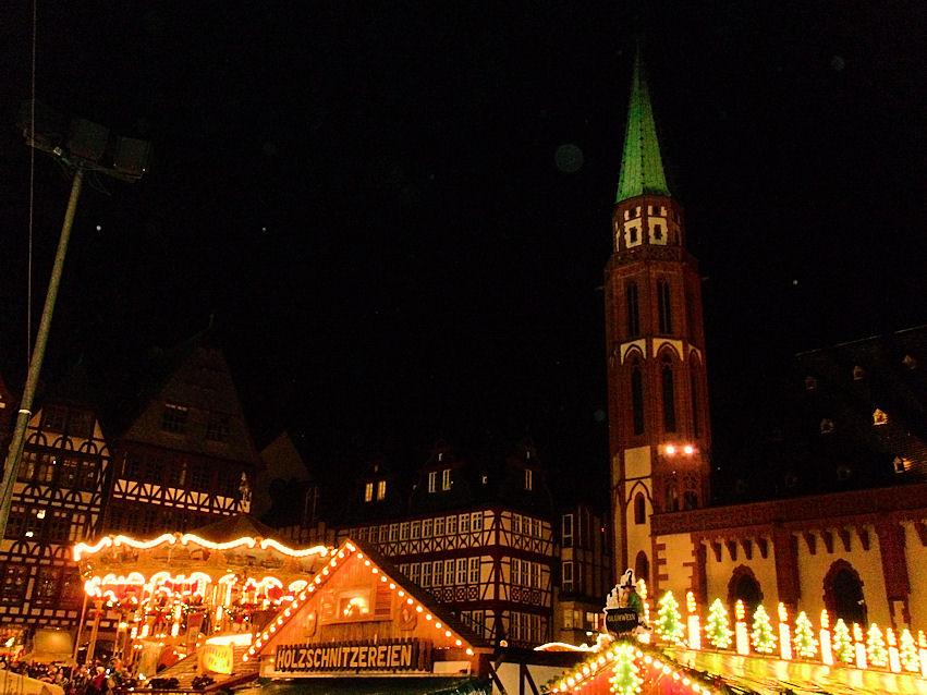 Ein Lichtermeer auf dem Weihnachtsmarkt Frankfurt